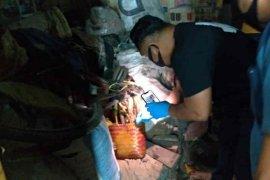 Polisi Indramayu amankan pria yang diduga kuburkan jasad istrinya di bawah ranjang