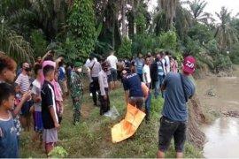 Ditemukan mayat tanpa identitas terapung di sungai padang