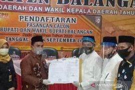 Jadi penantang petahana, Duet H Abdul Hadi-H Supiani daftar ke KPUD Balangan