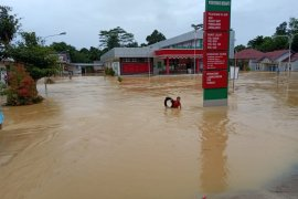 Karolin  imbau masyarakat waspadai potensi banjir dan longsor