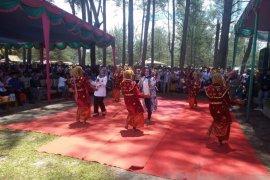 Ribuan simpatisan Sapuan-Wasri hadiri deklarasi calon bupati