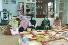 Istri (alm) Wali Kota Nadjmi Adhani gembira dikunjungi pegawai