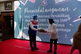 Pertamina bantu biaya pendidikan 100 siswa SMP di Surabaya