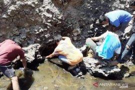 Kali berminyak dan bau minyak tanah ditemukan warga Sumba Tengah