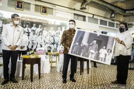 """Moeldoko buka pameran foto dan grafis """"Indonesia Bergerak 1900-1942"""" LKBN ANTARA"""