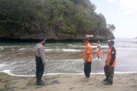 Satu orang meninggal terseret arus di Pantai Ungapan Malang