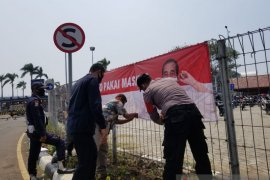 "Polresta Bandara Soekarno-Hatta pasang ratusan spanduk ""Ayo Pasang Masker"""