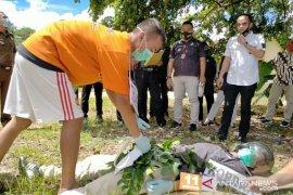 Polres Singkawang gelar rekonstruksi suami bunuh istri di Naram