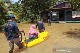 BPBD Penajam Paser Utara tangani banjir di Waru