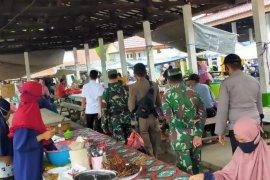 Tiga Pilar Kecamatan Tanta tindak warga tak gunakan masker