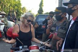 Puluhan WNA terjaring sidak masker di Bali