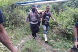 Polisi temukan dua jenazah korban tertimbun longsor di Bone Bolango