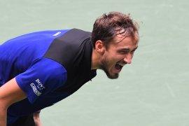 Medvedev ke semifinal setelah kalahkan teman masa kecilnya Andrey Rublev