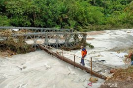 Aceh Singkil residents isolated following flash flood-triggered Bailey bridge collapse