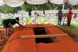 Jakoeb Oetama dimakamkan di Blok AA nomor 339 TMP Kalibata