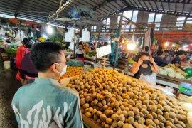 Pemkot Pontianak sosialisasikan wajib pakai masker di pasar tradisional