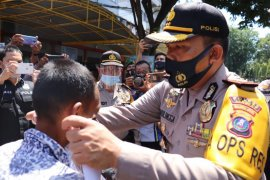 Polres Langkat bagikan 5.000 masker