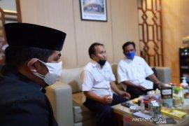 Wakil Ketua DPRD Kalsel Bang Dhin peduli guru daring