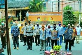 Deklarasi Pilkada damai ditandai pembagian masker