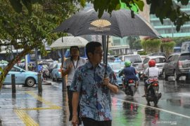 BMKG sebut ada potensi hujan lebat akibat belokan angin di Sumatera
