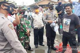 Kapolres Bangka jatuhkan sanksi bernyanyi warga tidak makai masker