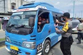 Cegah penyebaran COVID-19, polisi Aceh Timur gratiskan ribuan masker