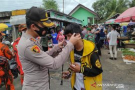 Polres Pangkalpinang bagikan 33.800 masker gratis