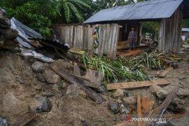 Banjir rusak rumah warga di Sigi Page 1 Small