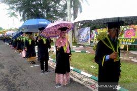 Wisuda mahasiswa IAIN Bengkulu digelar di lapangan terbuka