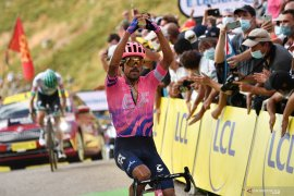 Tour de France: Dani Martinez catatkan kemenangan etape pertamanya