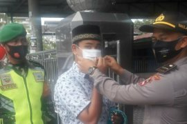 Siswa Setukpa Polri bagi masker di Pematangsiantar