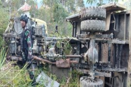 Evakuasi anggota Yonif 400/R yang alami kecelakaan truk  ke Jayapura gunakan Boeing 737 TNI AU