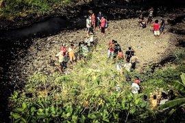 Warga evakuasi dua bocah tenggelam di Sungai Song Tulungagung