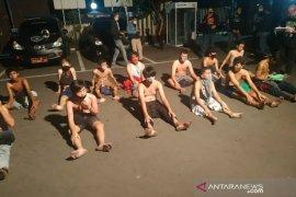 Polisi tangkap 26 remaja karena tutup jalan umum untuk adu lari