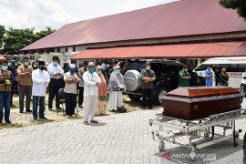 Gubernu Riau shalatkan dokter wafat akibat COVID-19