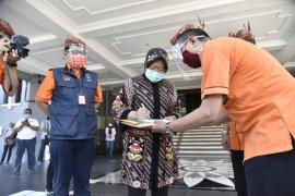 Pos Indonesia bantu alat PCR untuk penanganan COVID19 di Surabaya