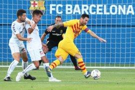 Lionel Messi jadi kapten Barcelona saat menang pada laga persahabatan