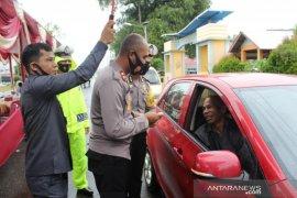 Polisi Mukomuko bagikan 20.000 masker kepada masyarakat
