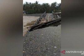 Banjir terjang puluhan rumah Desa Tompe