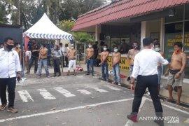 Polisi amankan belasan preman yang resahkan warga Pasar Raya Padang