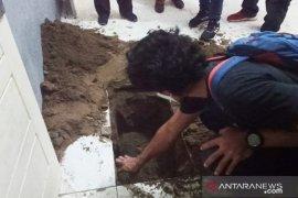 Polisi tidak temukan mayat yang diduga dikubur dalam rumah di Tanjung Sari