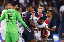 Diwarnai lima kartu merah, Marseille bekuk PSG 1-0