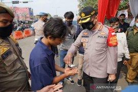 Puluhan warga Bekasi terjaring razia masker petugas gabungan