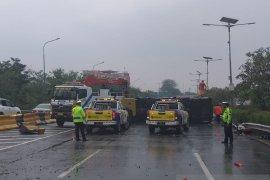 Kecelakaan di Tol Jagorawi akibat bus Kemenhan tabrak pembatas