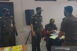 Kejaksaan Negeri geledah Kantor Sekretariat KPU Kabupaten Penajam