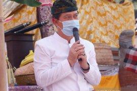 Jelang Galungan, Bupati Klungkung doakan masyarakat sehat lewat Ngaturang 'Guru Piduka'