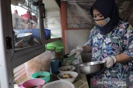 Julaiha sukses kembangkan usaha kuliner melalui modal PKH