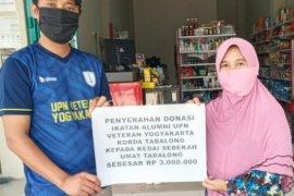 Alumni UPN Veteran Yogyakarta serahkan donasi ke Kedai Sedekah Umat