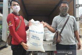 Pembagian Bantuan beras pada penerima manfaat PKH Palembang Page 1 Small