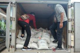 Pembagian Bantuan beras pada penerima manfaat PKH Palembang Page 2 Small
